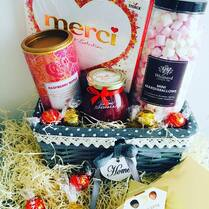 Milujeme sladké a líbí se nám hezké věci ❤️Třeba jako tento výběr, který si můžete složit jak je libo 🍭🍫#sladkydarek #darek #udelejradost